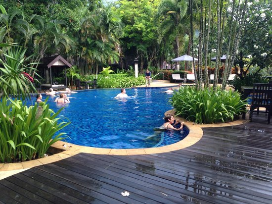 Ramayana Koh Chang Resort: บรรยากาศริมสระ