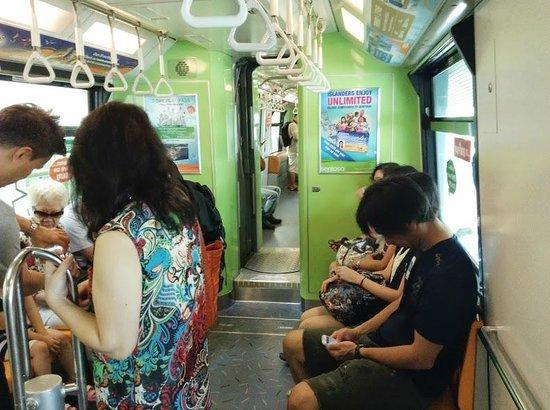 The Sentosa Express: 車内