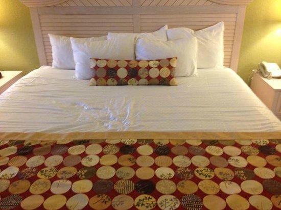 Holiday Inn Club Vacations Orlando - Orange Lake Resort: Master Bed
