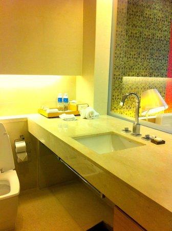Pathumwan Princess Hotel: Bathroom Amenities