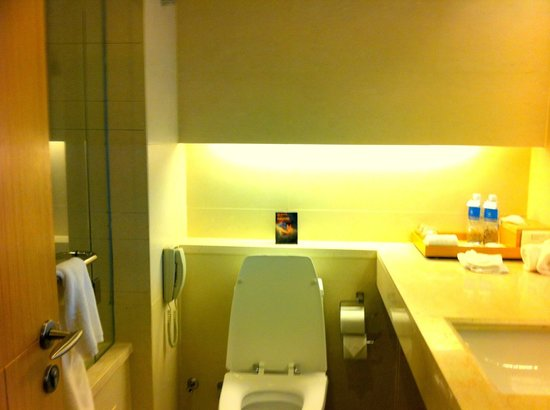 Pathumwan Princess Hotel: quite tight space...