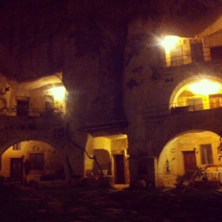 Elkep Evi Cave Hotel: Night view!