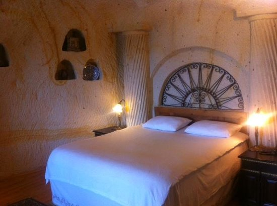 Elkep Evi Cave Hotel: Inside our room!