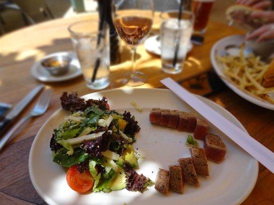 Rutherford Grill: delicious ahi tuna salad