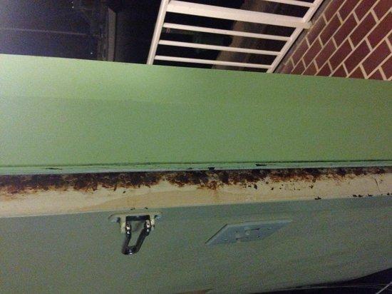 Sombrero Resort & Marina: Grime/rust in every corner! Yuck!