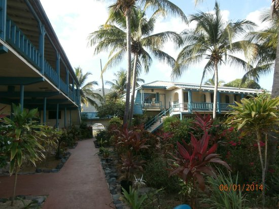 Island Beachcomber Hotel: older building on beautiful grounds