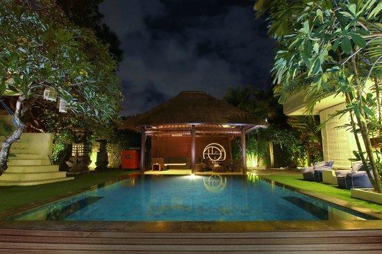 The Island Hotel: Island Hotel Poolside