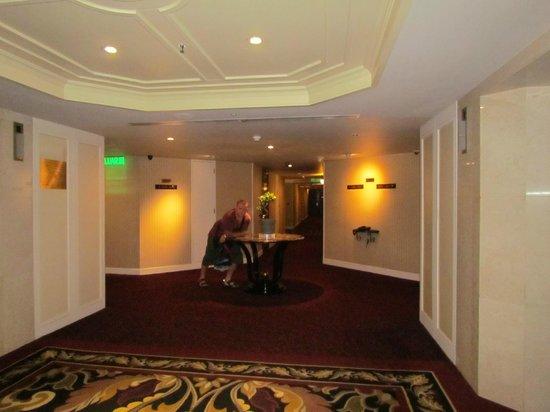 Grand Millennium Kuala Lumpur : Hallway near rooms
