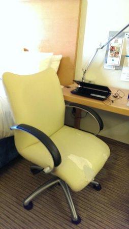 HYATT house Dallas/Richardson: Torn upholstery