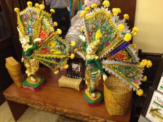 Shan Yoe Yar: Peacock dancers