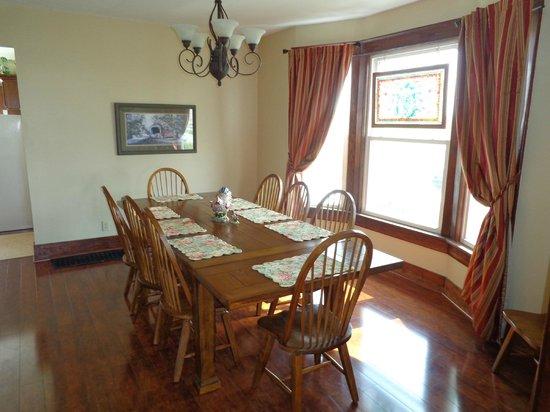 Grannys Farm Bed & Breakfast : Farmhouse Dining Room