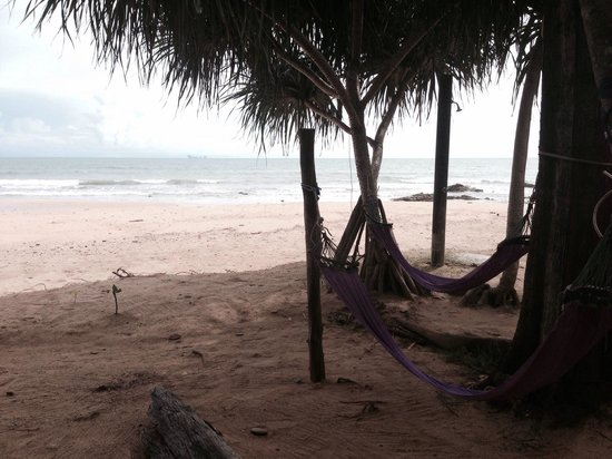 Lanta Coral Beach Resort: Hammocks on beach
