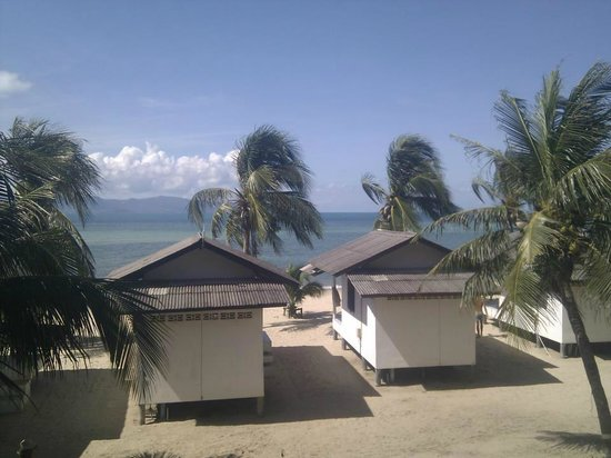 Mac's Bay Resort: A view from our balcony. Fan huts pictured