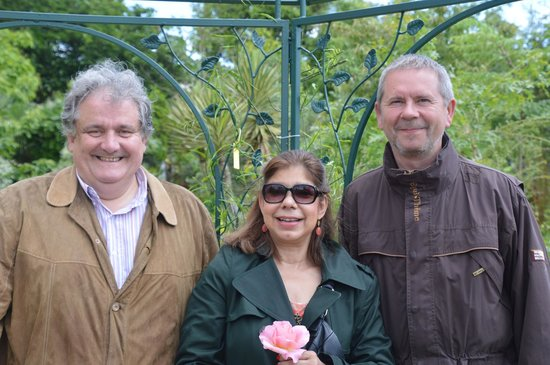 BD Tours: Wine Tours In Bordeaux : The winemaker at Raymond-Lafon (Sauternes), my wife, and Bruno