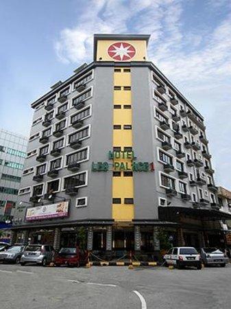 LEO Palace 1 Hotel: Hotel's facade