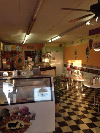 Winkydoo's Ice Cream & Malt Shop: Inside