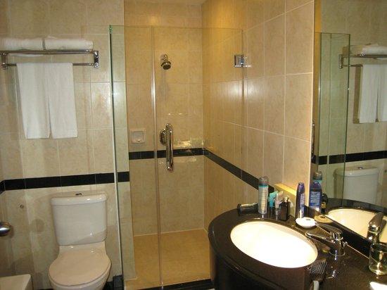 Furama RiverFront: Bathroom