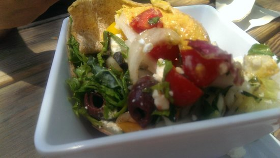 Delisheeyo: Fatoosh salad with greens