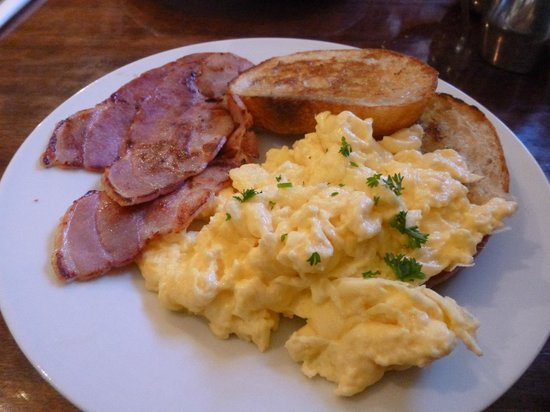 The Broadway Tearooms and Bakery: Scrambled Egg & Bacon