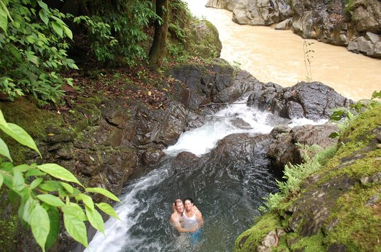 Brisas del Nara: swimming hole and the Naranja River