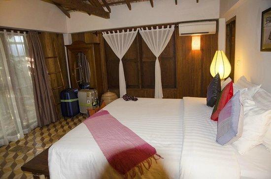 Bambu Battambang Hotel: 大きなベッド