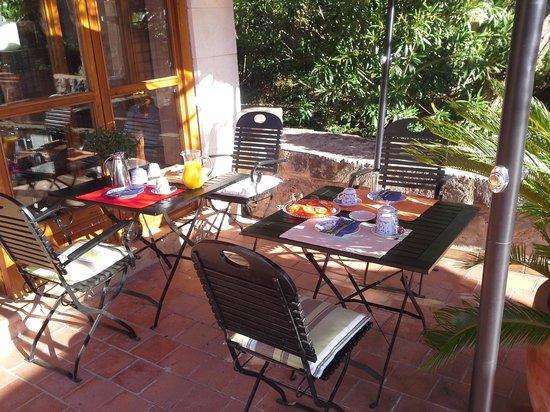 Son Bleda: Frühstück auf der Terrasse