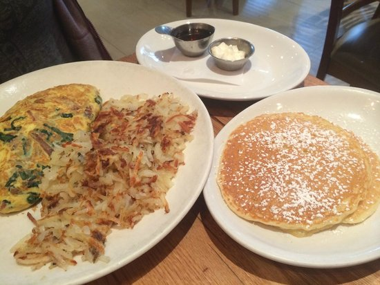 Wildberry Pancakes and Cafe : Traditional omelette and amazing pancakes