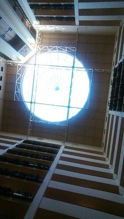 Renaissance Charlotte Suites Hotel: The skylight