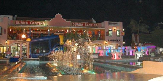 Holiday Inn Resort Aruba - Beach Resort & Casino: Shopping across the street from the Holiday Inn