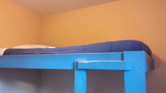 Cambie Hostel - Seymour: Double deck bed... its spacious :)