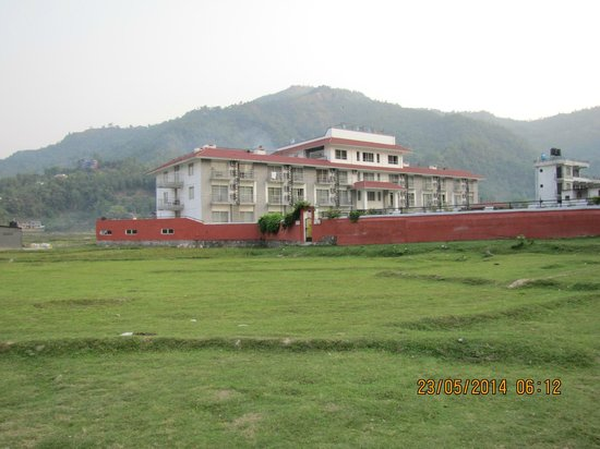 Waterfront Resort Hotel: View of the hotel from the lake side