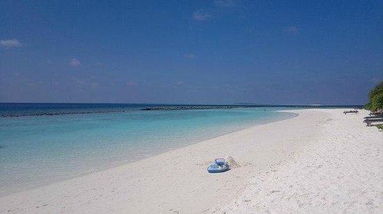 Royal Island Resort & Spa : наша часть пляжа / near the house
