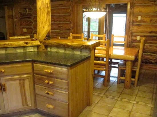 Hillside Country Cabins: #18 Silver Mountain Lodge newly renovated kitchen