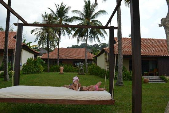 Chen Sea Resort & Spa Phu Quoc: Качели в зоне пляжа