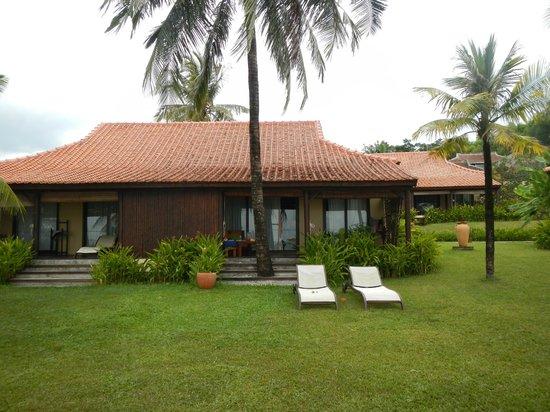 Chen Sea Resort & Spa Phu Quoc: Вид на виллу с пляжа