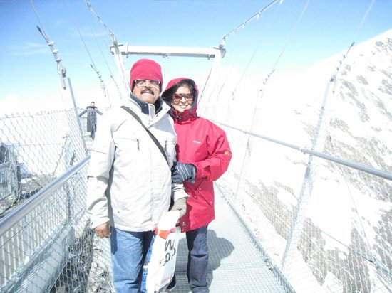 Mount Titlis: warmness of wife