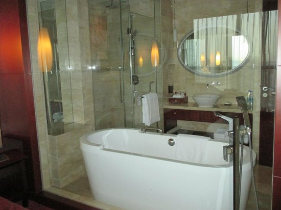 Beijing Marriott Hotel Northeast: Bathroom