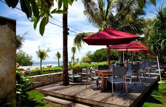 Bali Niksoma Boutique Beach Resort: Pool Deck