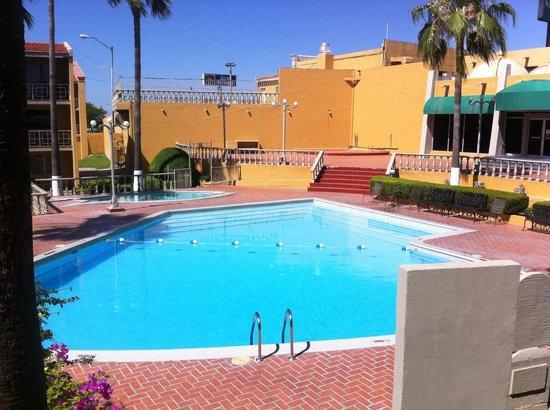 Quality Inn Piedras Negras: Alberca del Quality Inn de Piedras Negras, Coahuila