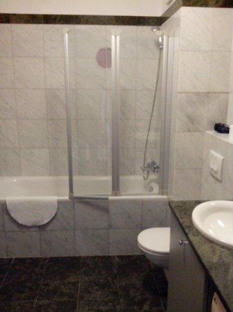 Paradise Apartments: ванная комната