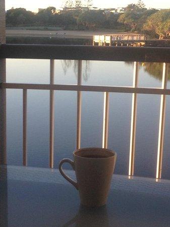 Novotel Twin Waters Resort : Enjoying a morning coffee