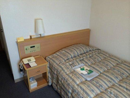 Matsue Excel Hotel Tokyu : 枕は一つ