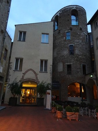 Hotel Brunelleschi: From the very quiet piazza
