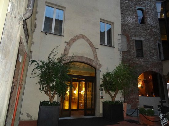 Hotel Brunelleschi: The main entrance