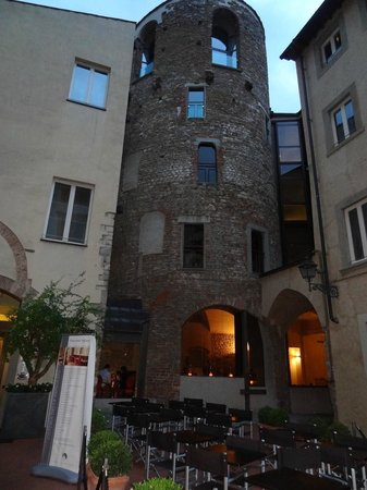 Hotel Brunelleschi: The beautiful tower so cool