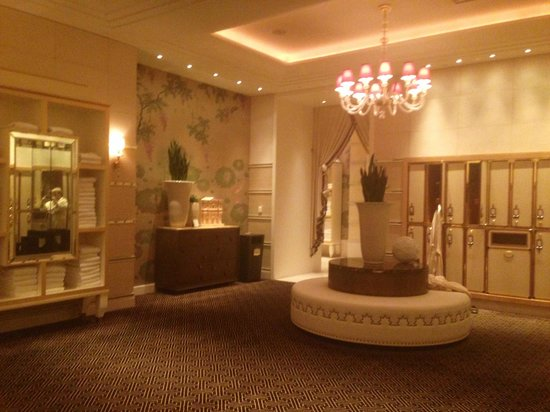 The Spa at Encore : The men's locker room.