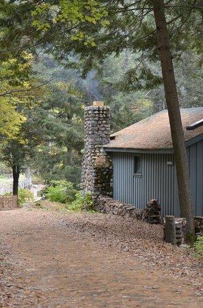 Migis Lodge : Path to Daybreak with smoking chimneys