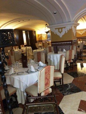 Hotel Sevilla Macarena: Restaurant
