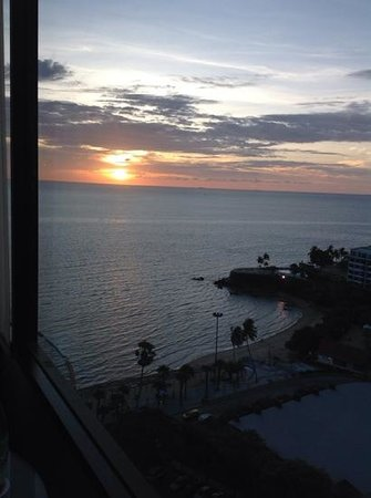 Amari Ocean Pattaya: sunset view from our room