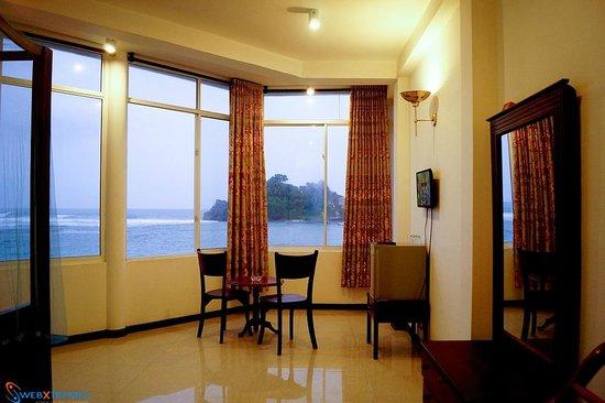 Sayurima Hotel: Room Inside